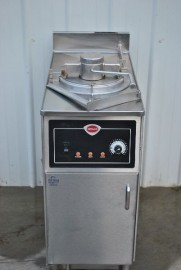 WELLS WFPE-30F PRESSURE FRYER w/ FILTER SYSTEM